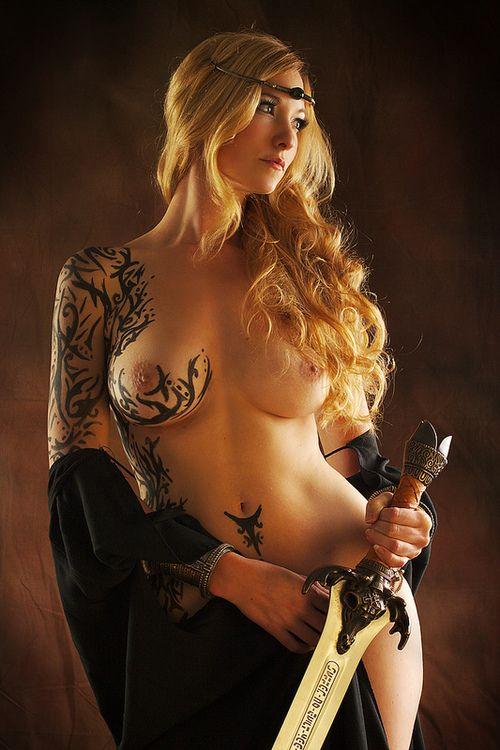 tatuajes escolta trajes