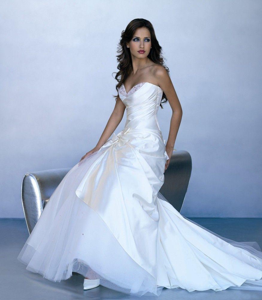 Abito da sposa morbido pettorina ricamata - Valentini Spose - Egò spose, abiti da sposa lecce, abiti da sposa puglia