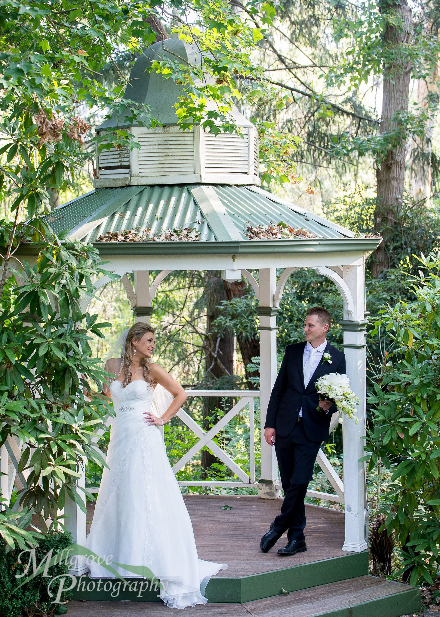 Bride and groom in the gazebo at Chateau Wyuna