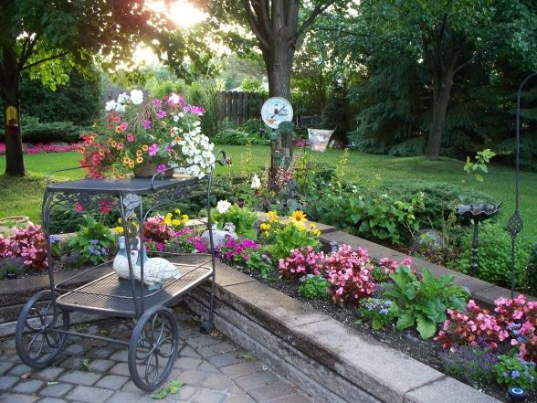 Patio flower beds Garden Ideas Pinterest Patios traseros - patios traseros