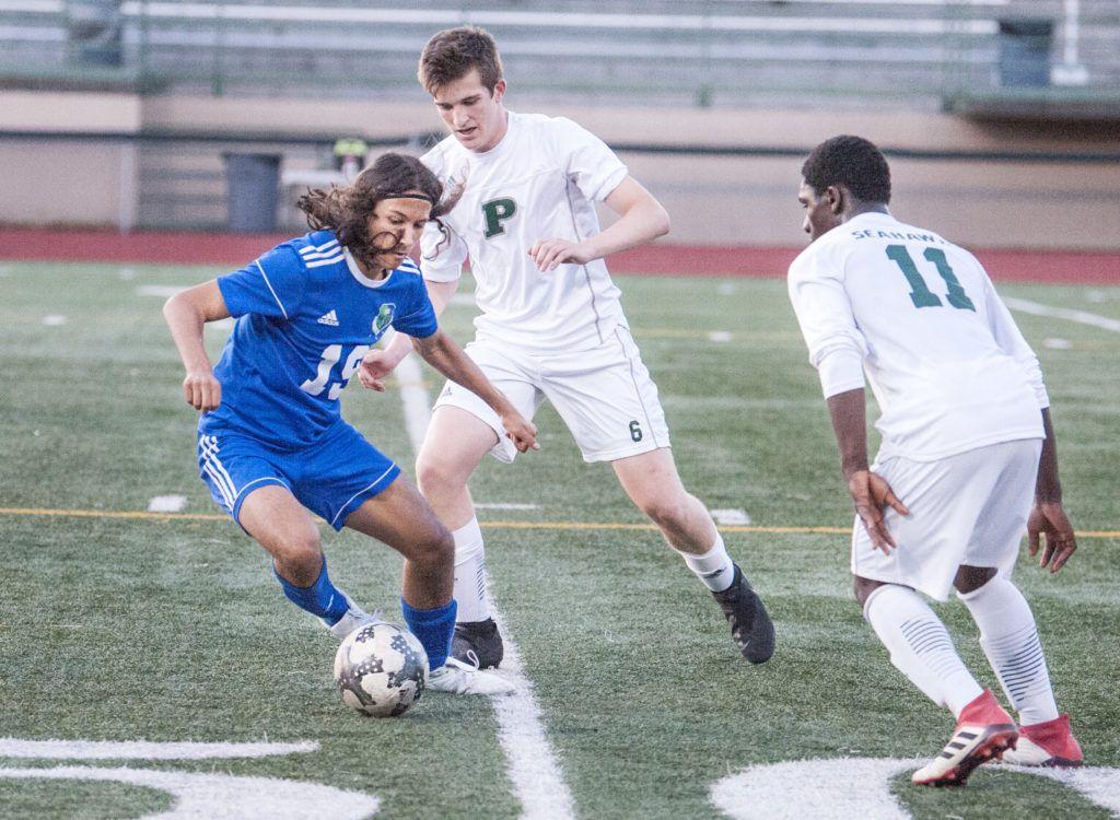 Mountain View boys soccer falls to Peninsula, 21 Soccer