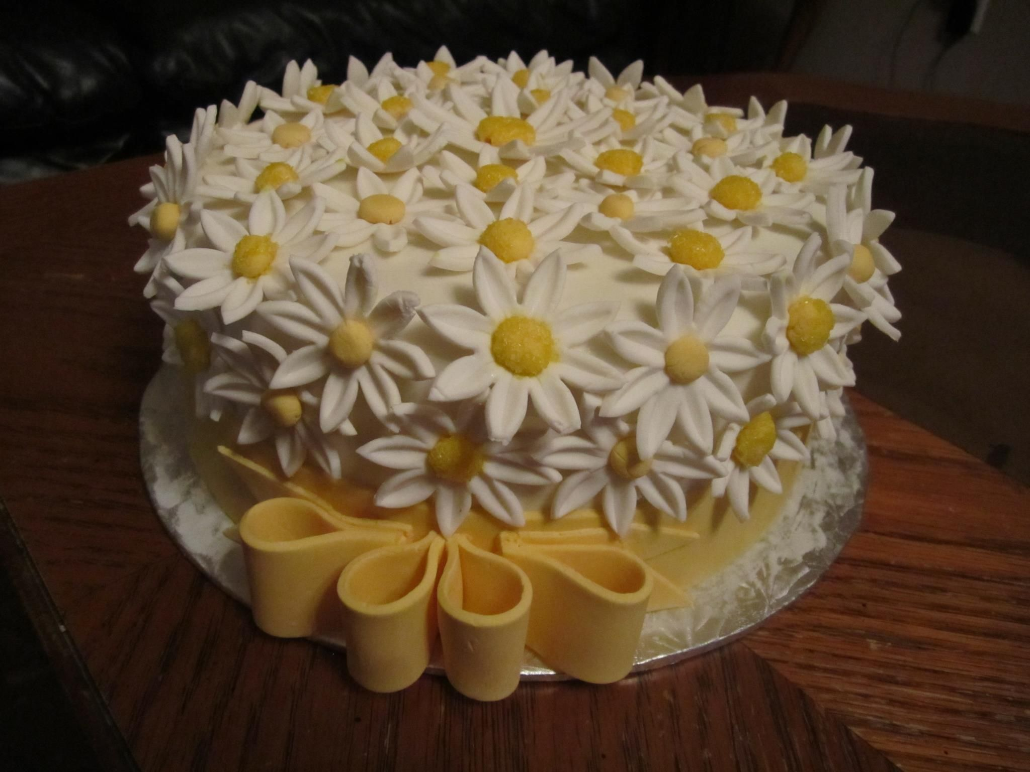 Peachy Daisy Birthday Cake Con Imagenes Tortas Pasteles Mini Pasteles Funny Birthday Cards Online Elaedamsfinfo