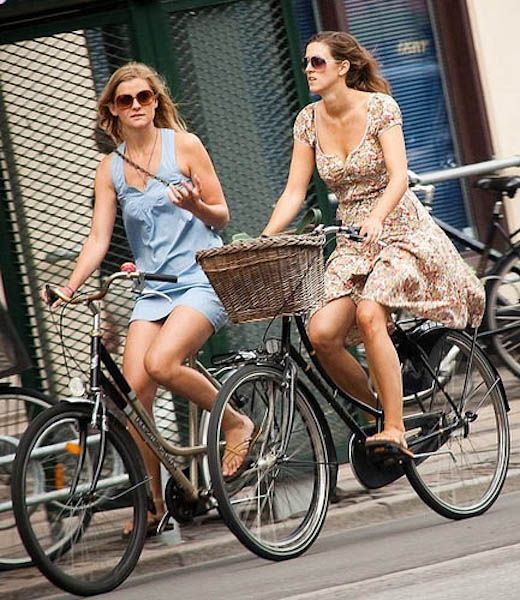 Culo grande chics bicicleta