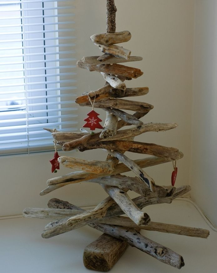 Sapin en bois flott fabriquer pour no l 56 id es charmantes branchage sobri t et sapin - Sapin noel bois flotte ...