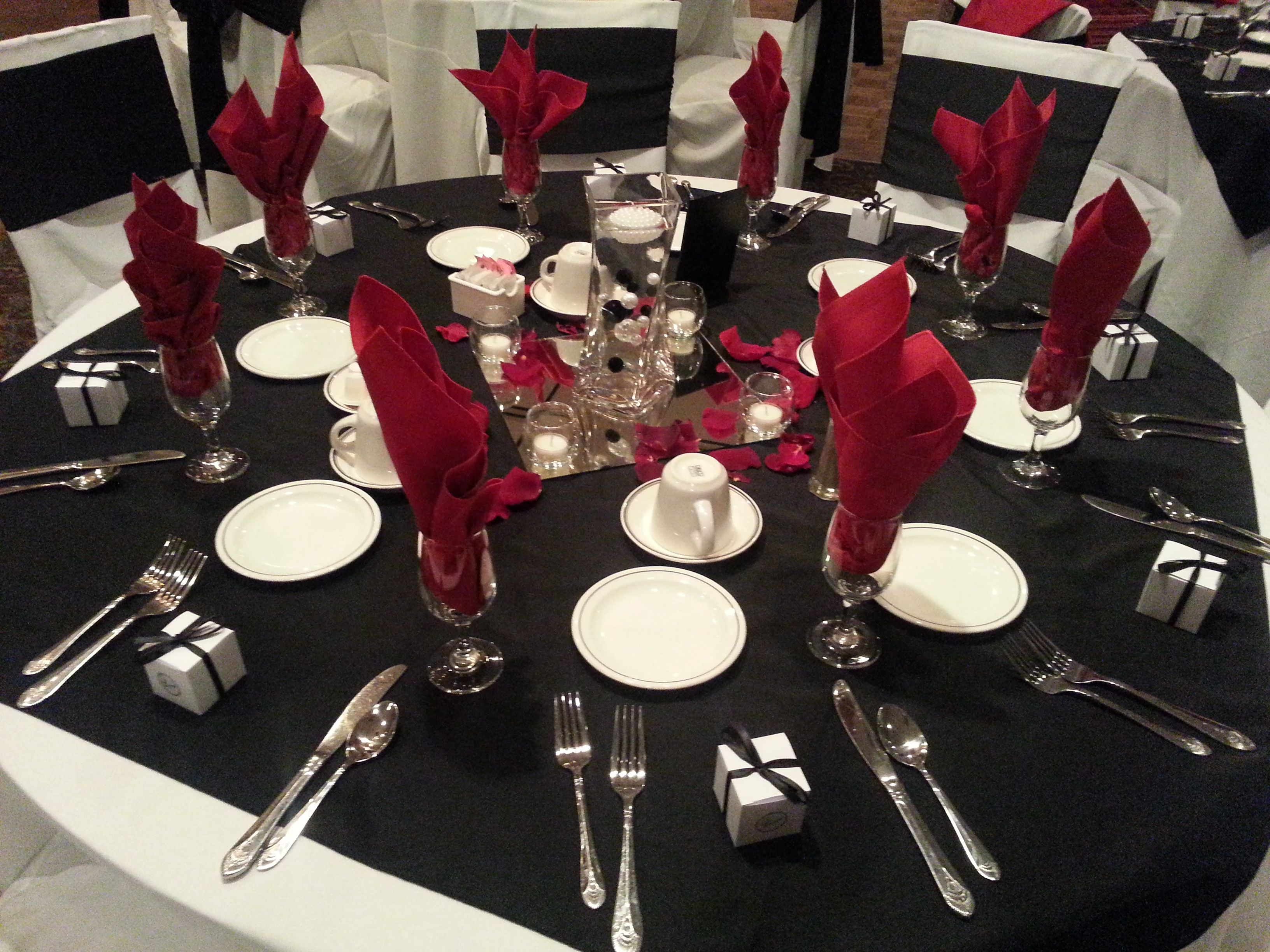 White table cloth with black topper and red napkins for Black and white reception tables