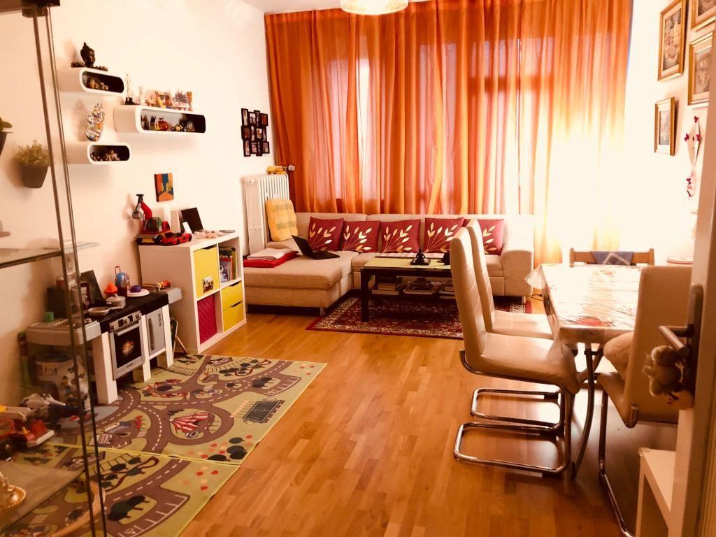Wohnzimmer Orange ~ Wohnzimmer im warmfarbton mit orange gardine wohnzimmer