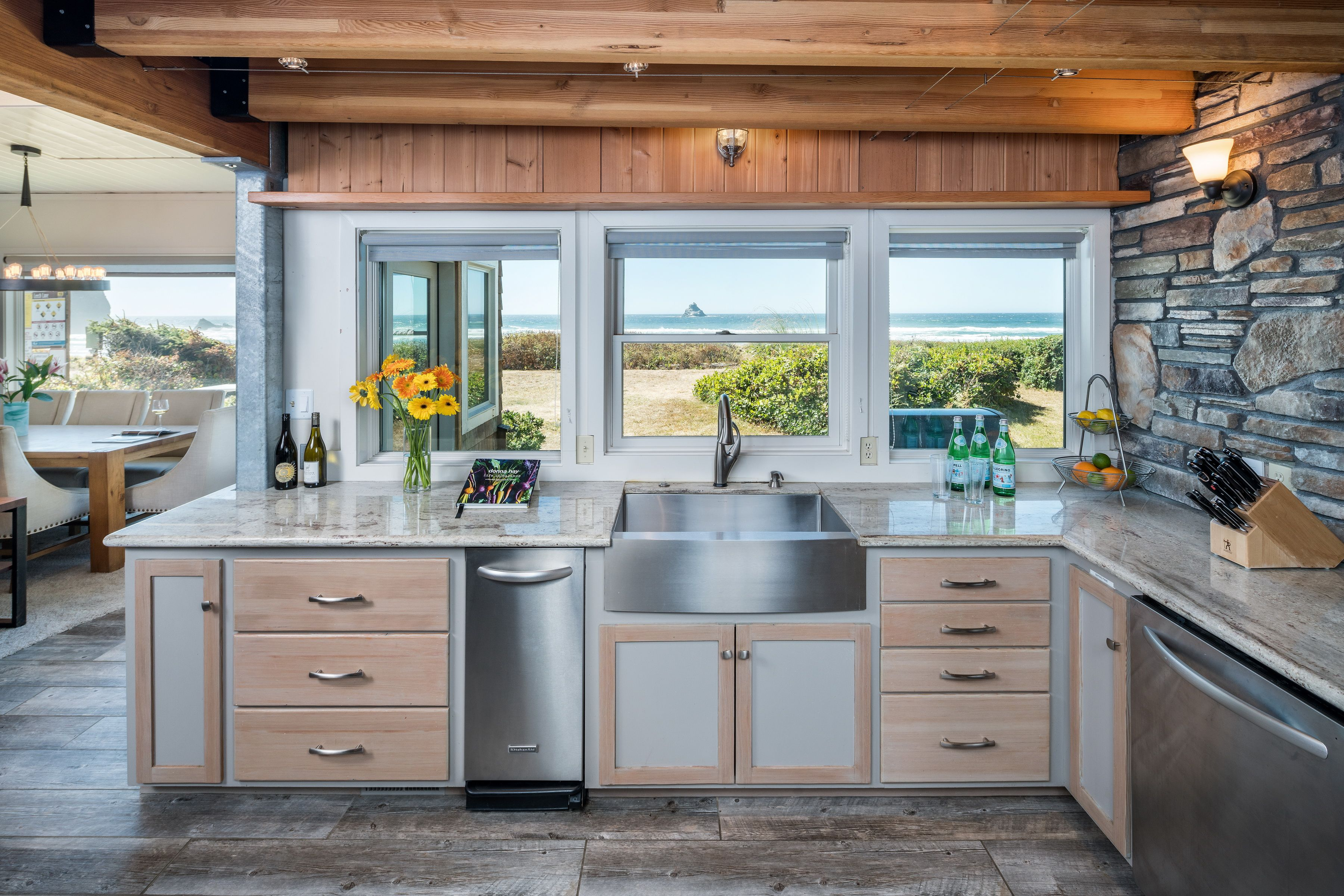 A beautiful kitchen overlooking the Pacific Ocean near