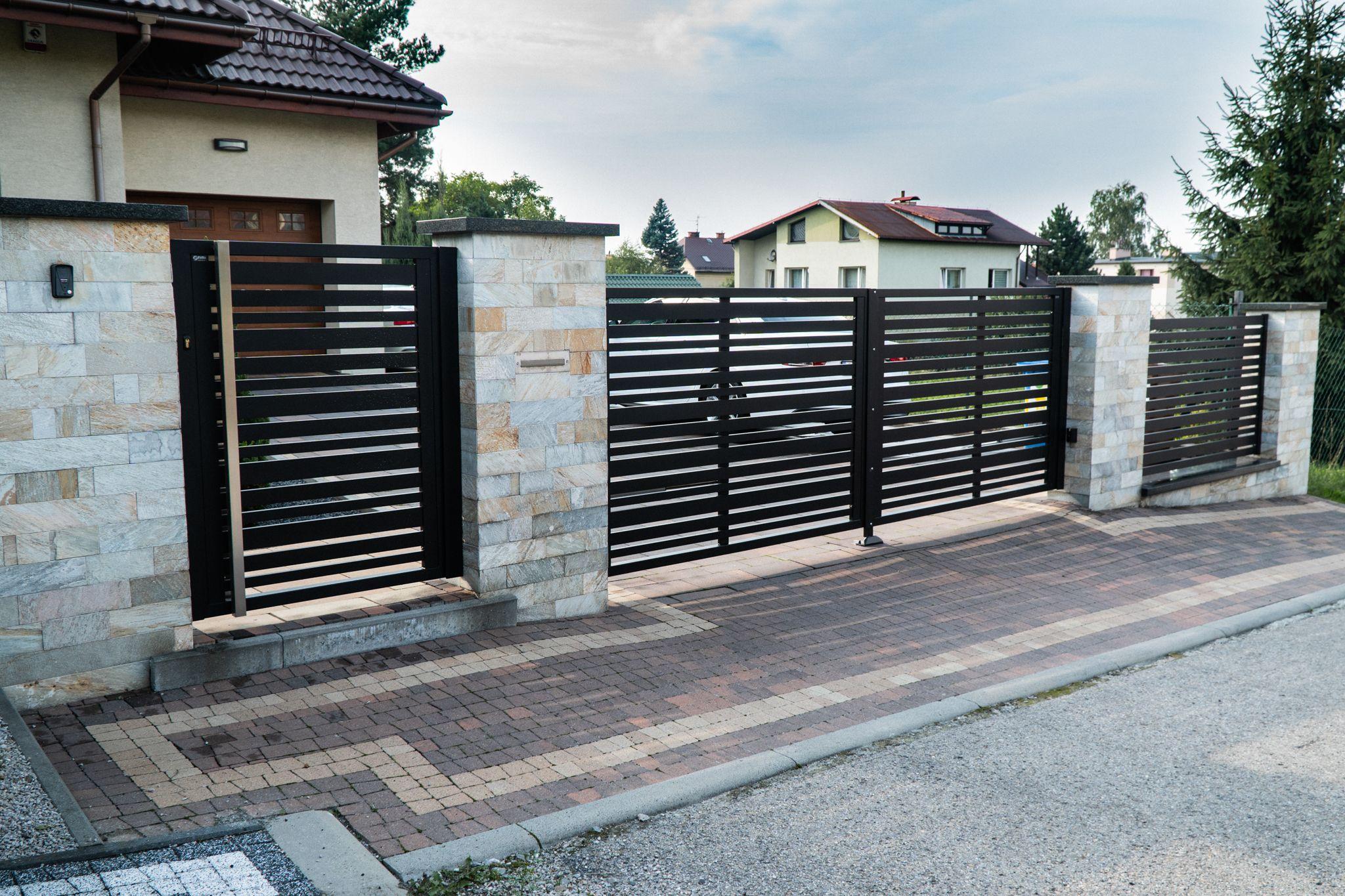 Ogrodzenie Aluminiowe Model Multi Lakierowane Proszkowo Wysoka Jakosc Ogrodzenie Brama Plot Ogrodzeniepalisadowe Alumin Outdoor Outdoor Decor Garage Doors