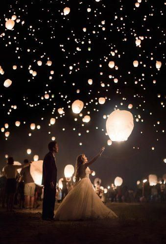 12 Magic Photos With Sky Lanterns For Your Wedding Album
