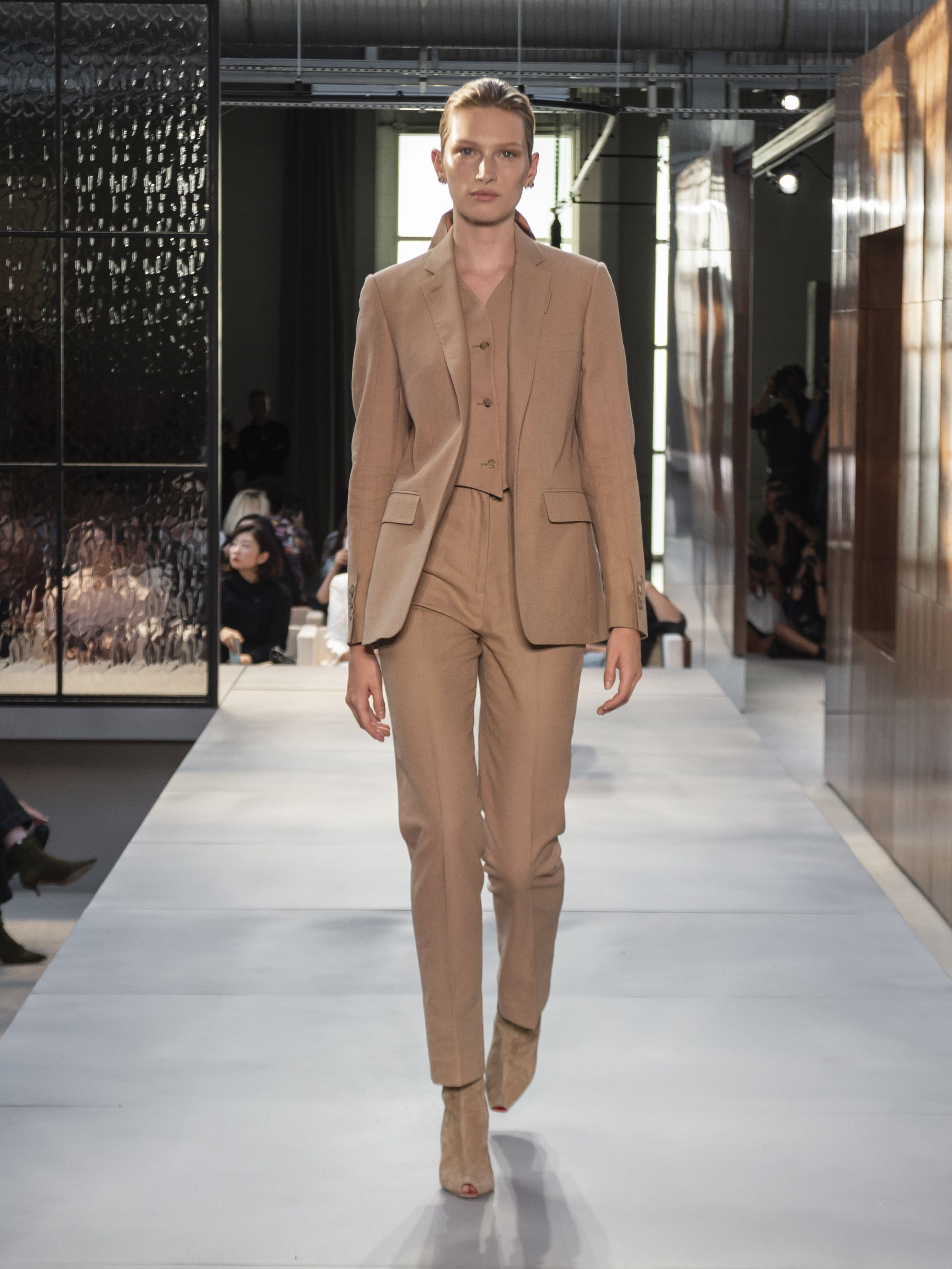 b761fd2cde22 A look from the  Burberry Spring Summer 2019 runway collection by   RiccardoTisci