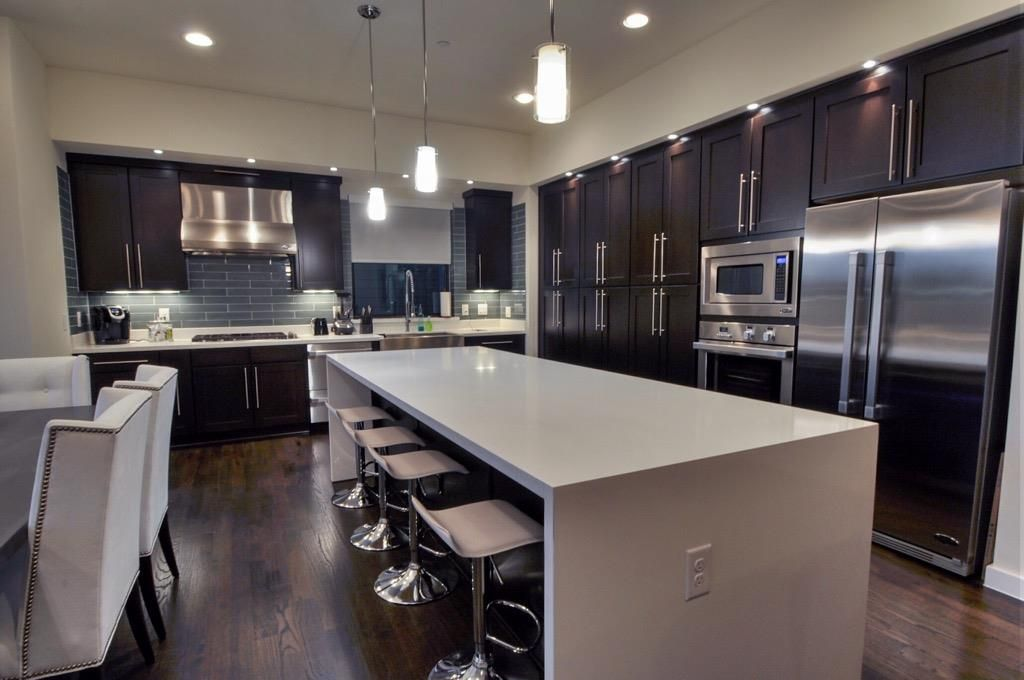 2519 taft st houston tx 77006 photo waterfall quartz island in open concept kitchen open on kitchen remodel with island open concept id=19294