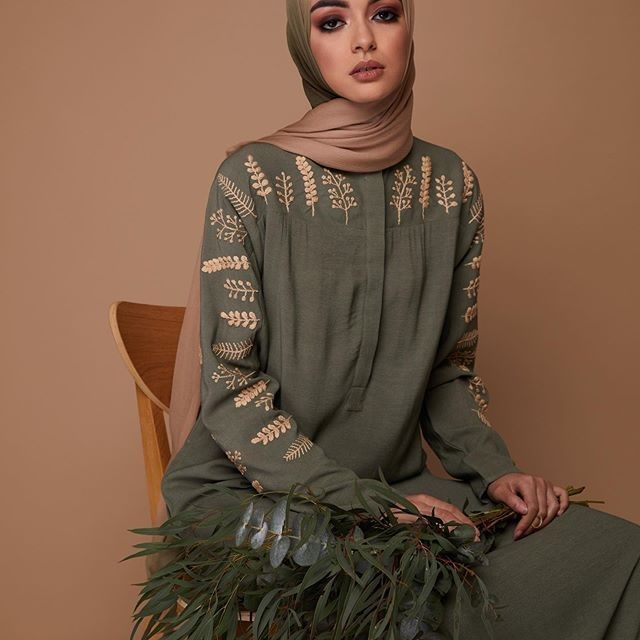 Photo of Modest Fashion Review posted to Instagram: This abaya is a stunner 💚 Aab   #h…