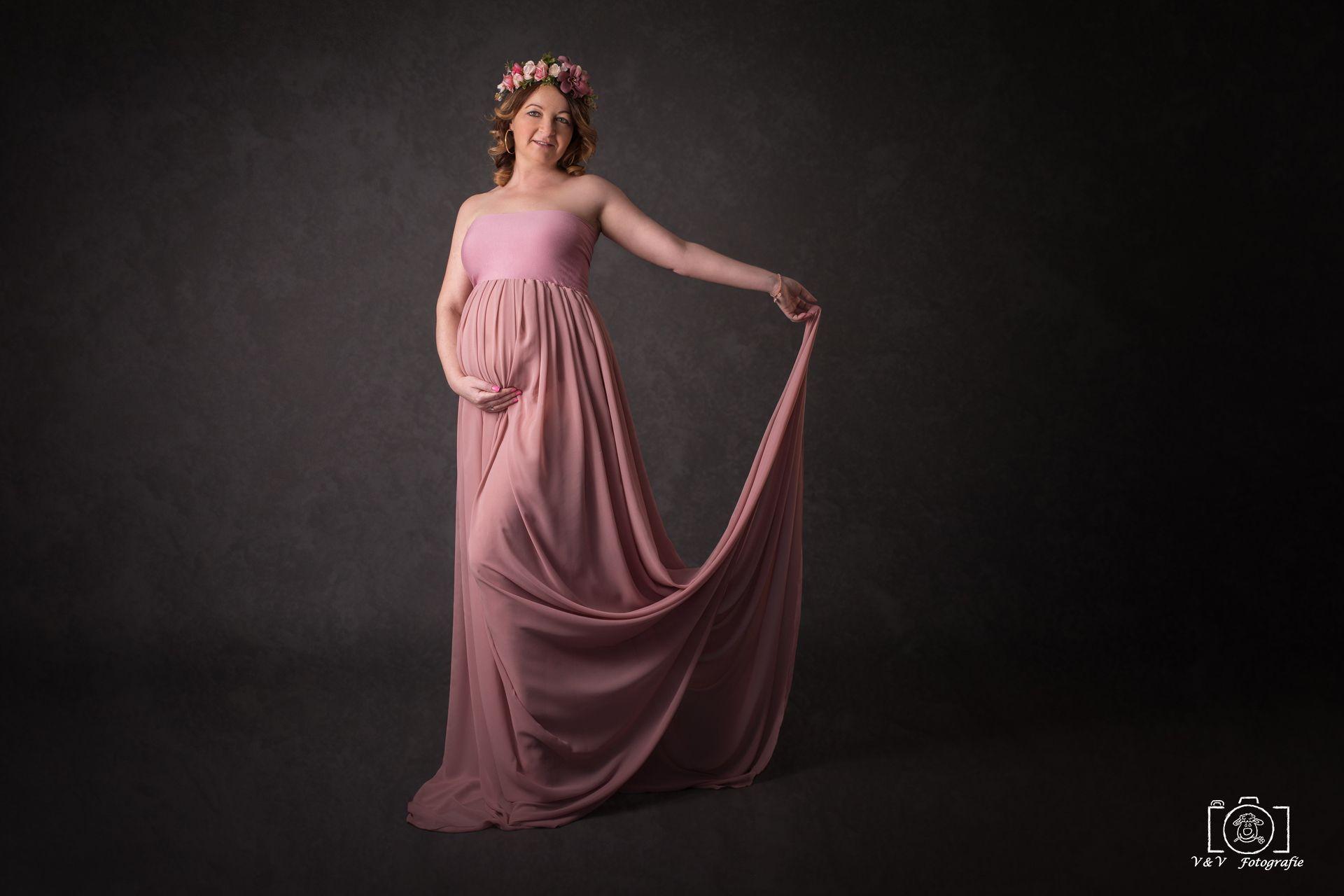 Schwangerschaftsshooting studio Babybauchbild winter ...