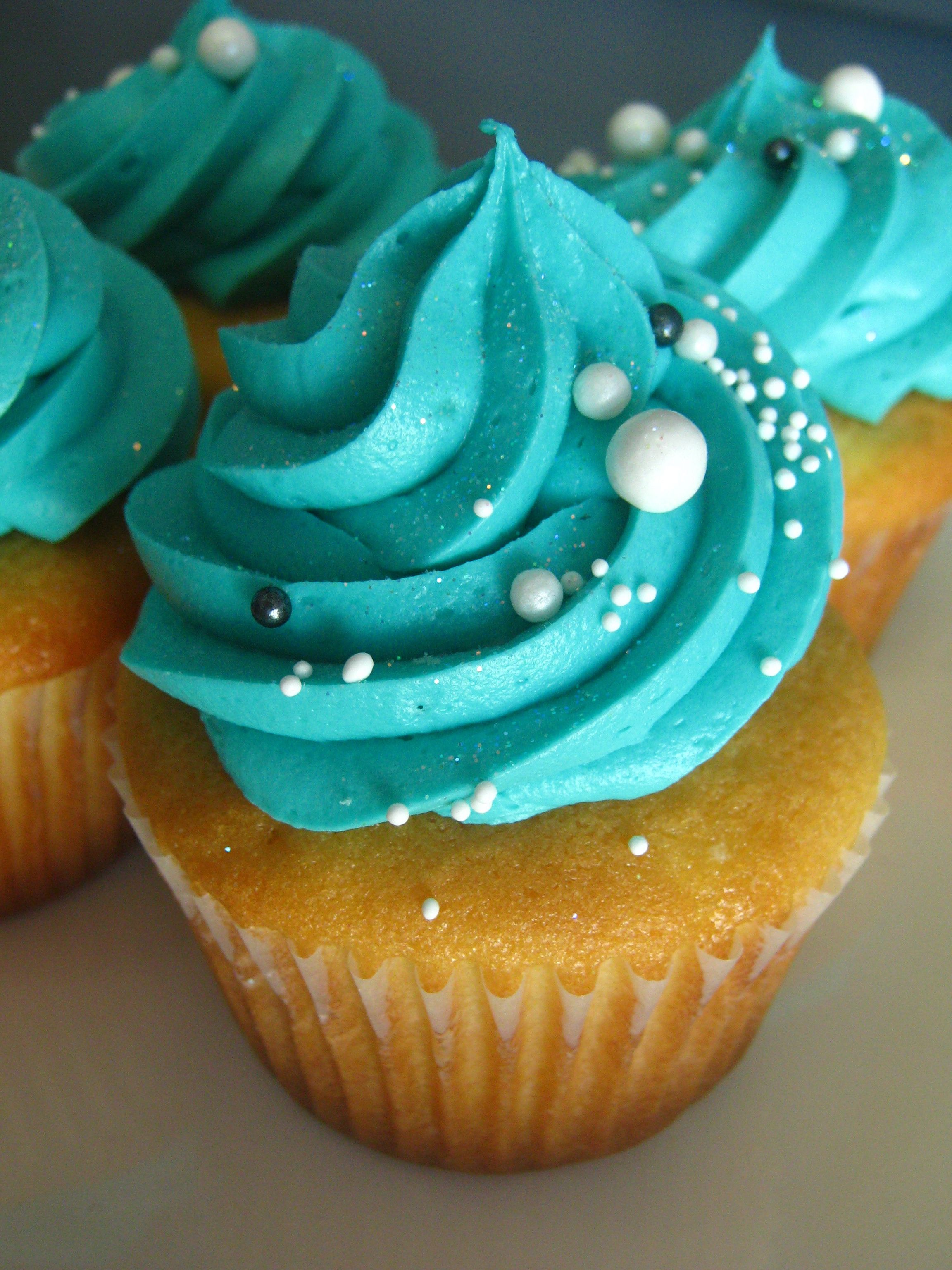 Tiffany & Co. inspired cupcakes for a beautiful bridal shower