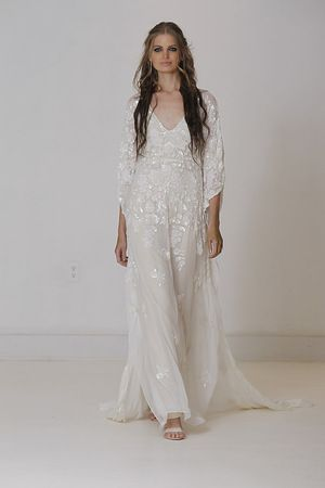 Three quarter length flowy gown wedding dresses long for Flowy wedding dress with sleeves