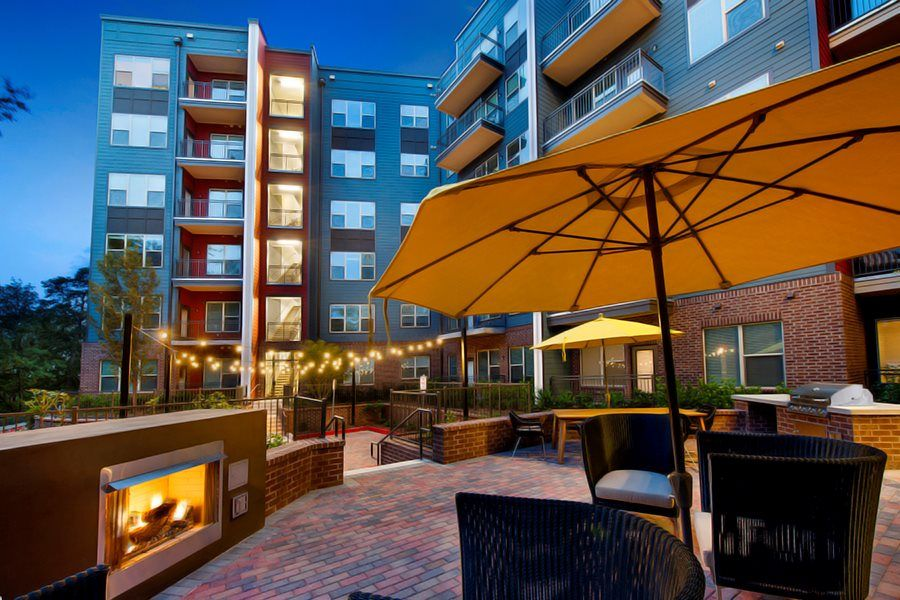 Courtyard Grilling Area 30359 City View Views Luxury Apartments