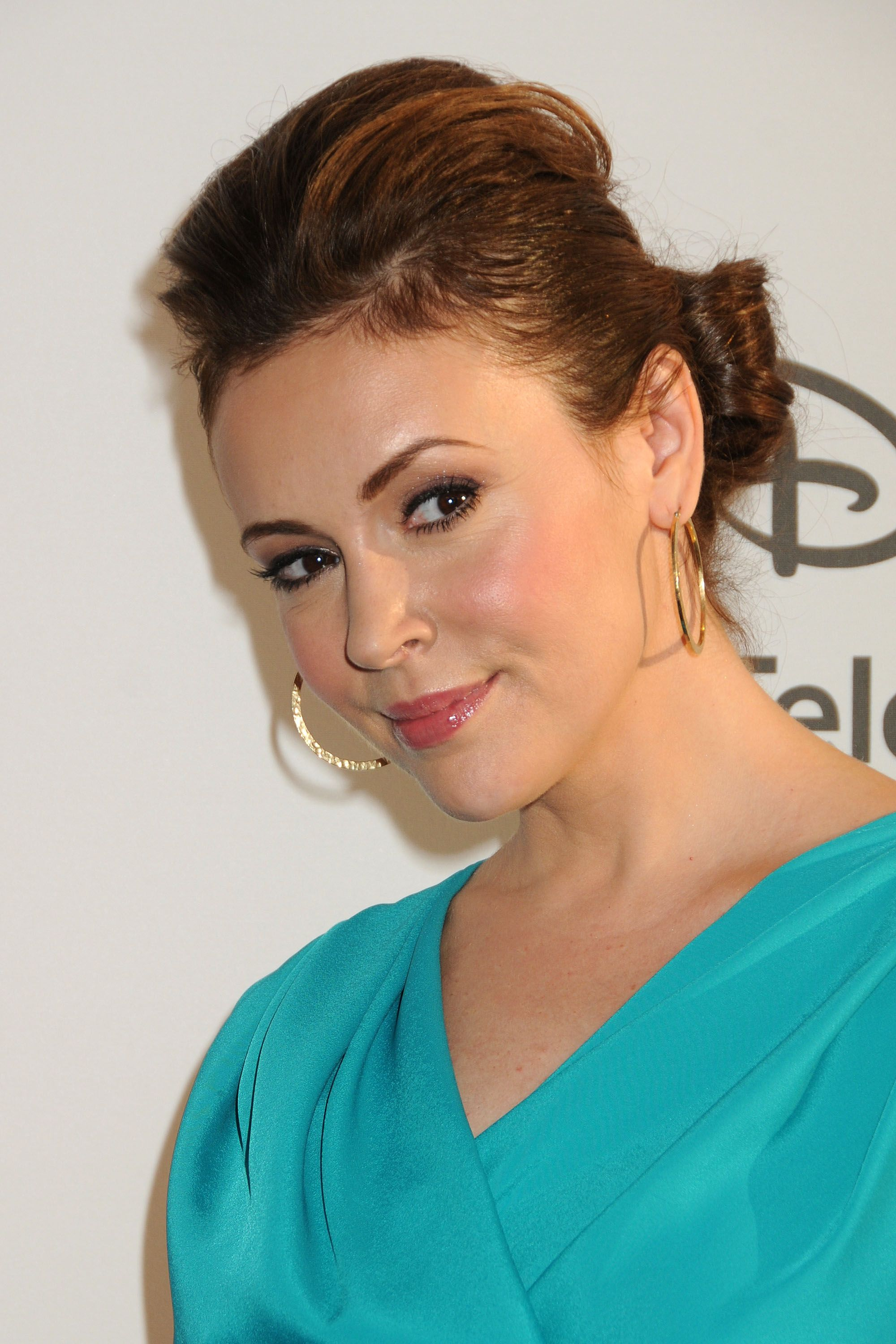 Alyssa Milano Photo Gallery In 2019 Alyssa Milano Fashion Charmed