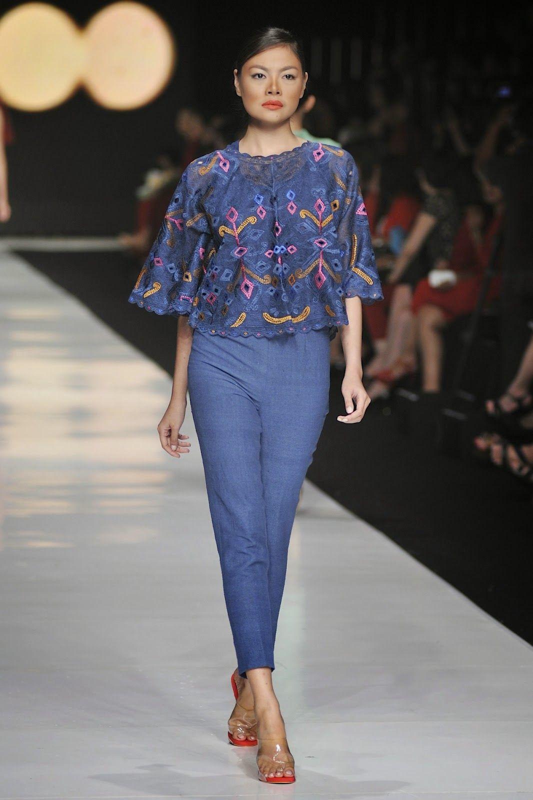 Hello Fashion Designer Terkenal Indonesia Ini Sudah Malang Melintang Selama 13 Tahun Di Dunia Fashion Dan Masih Terus Pakaian Wanita Model Pakaian Gaya Abaya