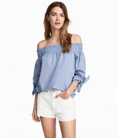 White/patterned. Off-the-shoulder, straight-cut top in woven fabric. Wide elastication with gathers at top, 3/4-length sleeves with ties at cuffs, and