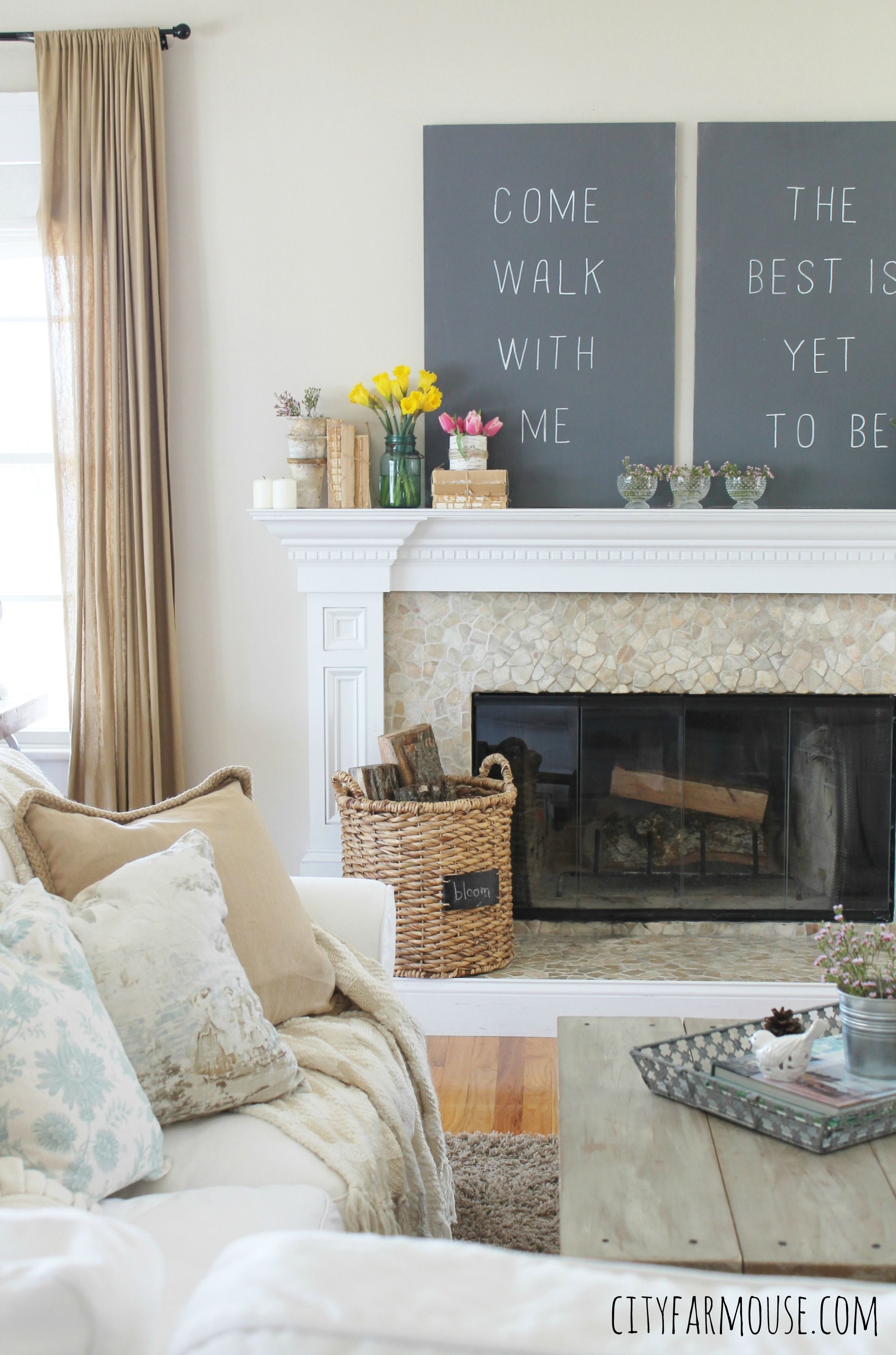 Love this rustic farmhouse with a shabby