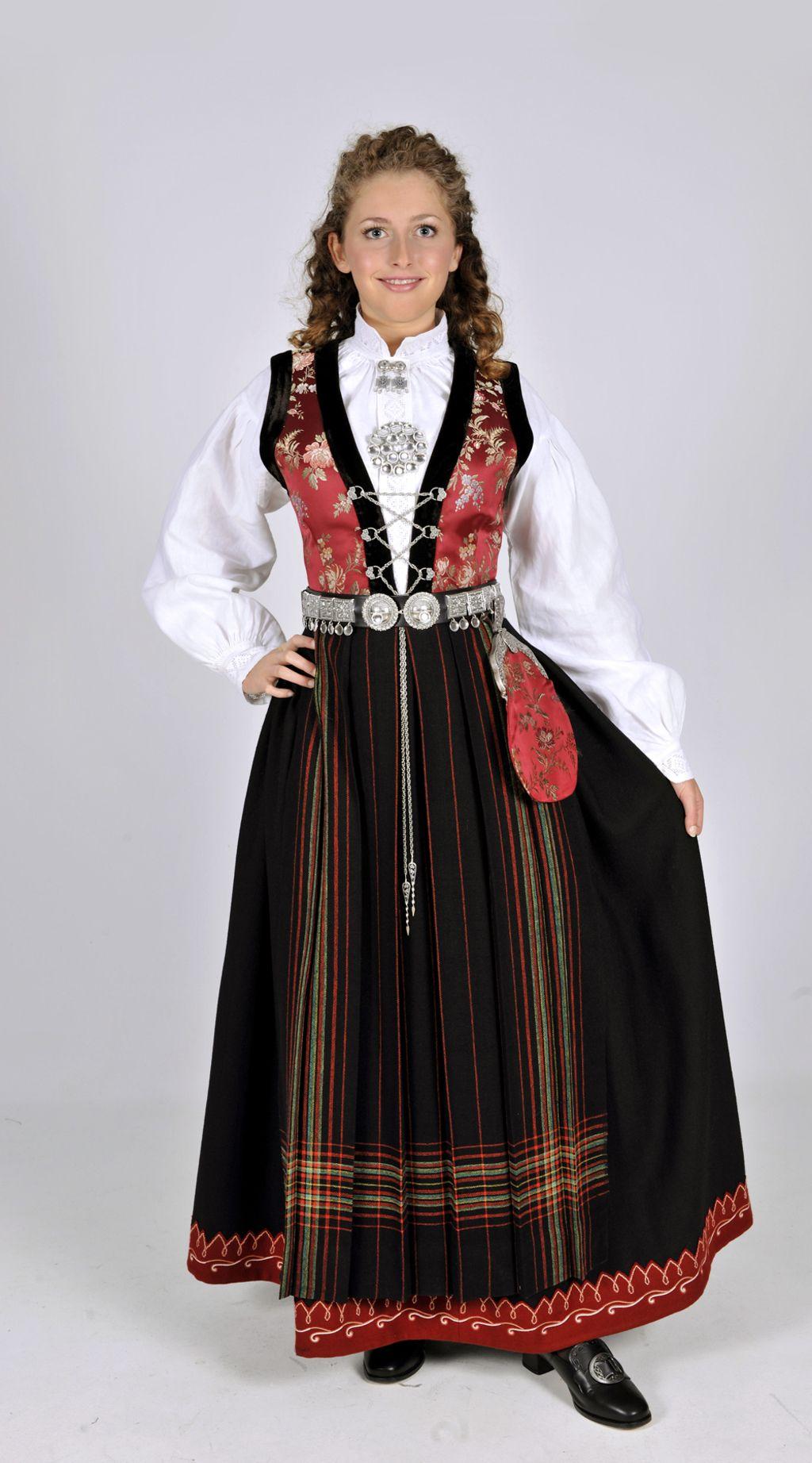 Norway S Traditional National Dress The Bunad R Pics Norwegian Dress Scandinavian Clothes Norwegian Clothing