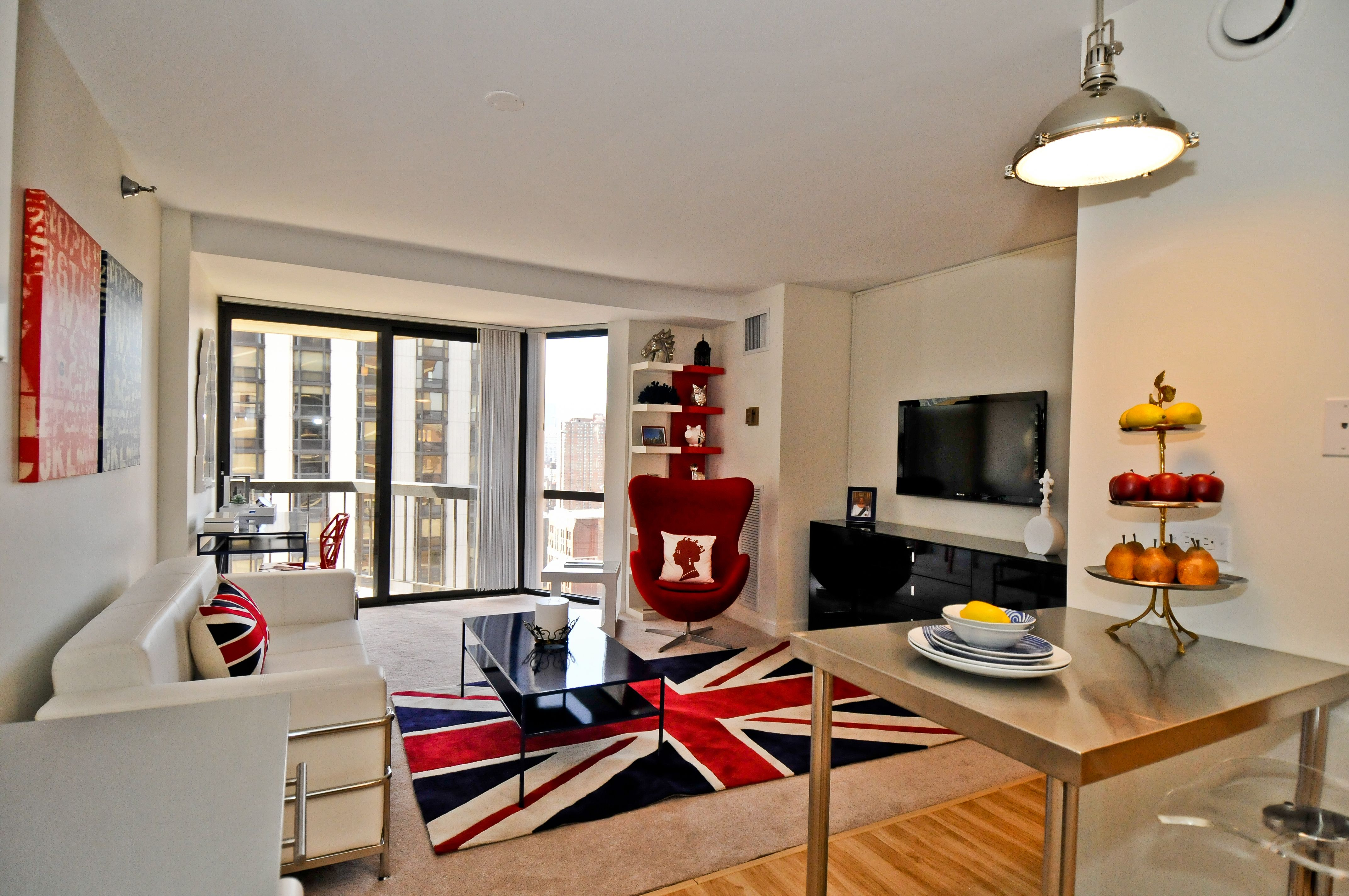 A Well Decorated Studio Apartment In Chicago S Gold Coast How Would You Design Yours Ppmapartments Chicagoapartments Home Well Decor Home Decor Kitchen