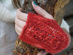Ravelry: Flora Mitts pattern by Linda Permann