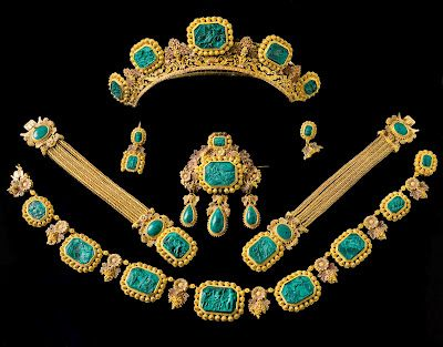 Queen Desideria's neoclassical parure of gold and malachite which has belonged to Queen Sophia of Sweden and of Norway.   The parure consists of a tiara, a necklace, a large brooch, a pair of earrings (one of them damaged) and two bracelets.    Gold of four nuances surround the cameos carved in malachite with classical scenes after the great Danish sculptor Bertel Thorvaldsen