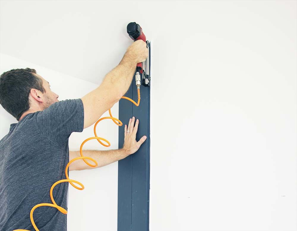 How to Create a Dark Vertical Shiplap Accent Wall #halenavybenjaminmoore