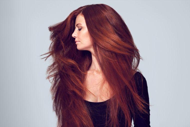 Tagli scalati lunghi per capelli di colore rosso c73d8ebe63bf