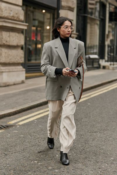 Attendees at London Fashion Week Fall 2019  Street Fashion Source by annarcker fashion 2019