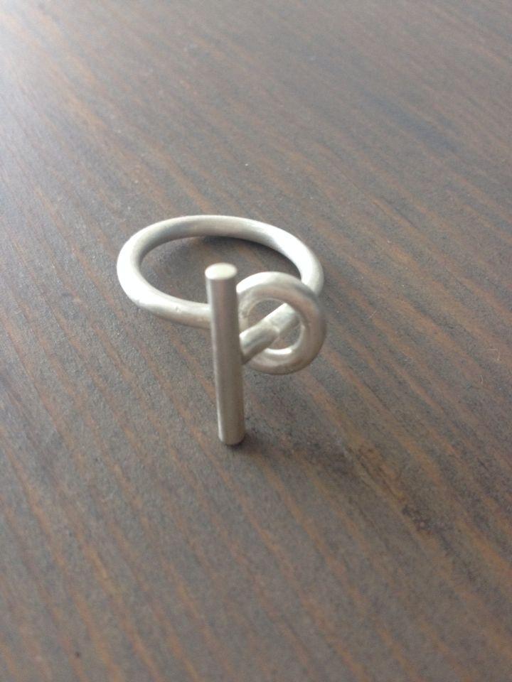 Zilveren ring van getrokken draad.