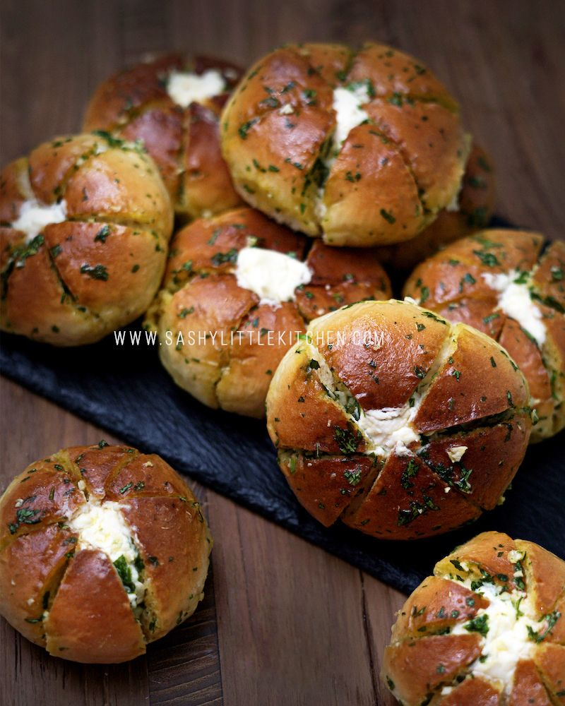 Nikmatnya Cream Cheese Garlic Bread Roti Ala Korea Yang Viral Dan Mudah Dibuat Bali Food Blogg Di 2020 Roti Garlic Makanan Dan Minuman Kue Camilan