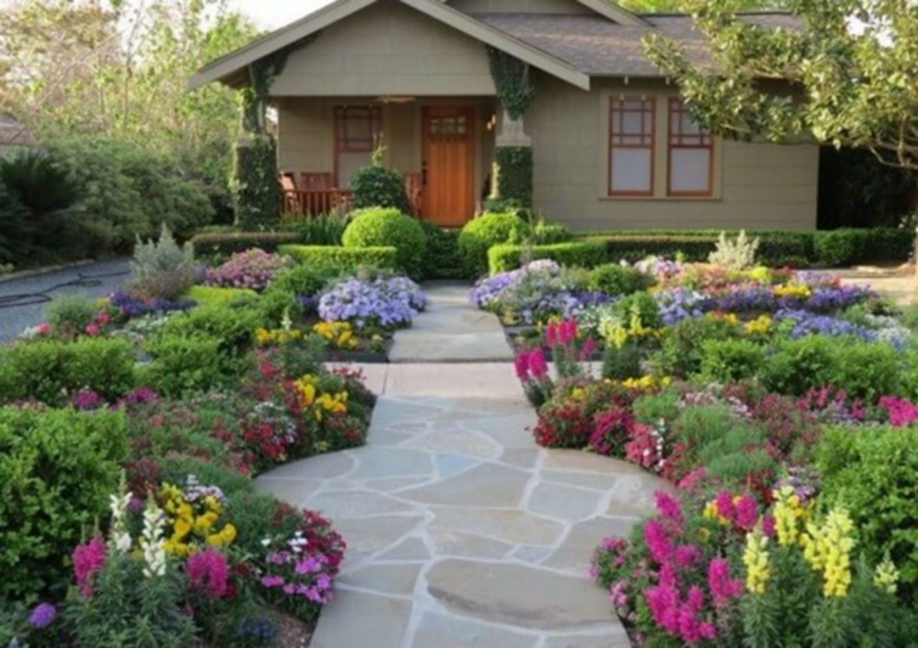 55 Cool Small Courtyard Garden Design Ideas For You 55 Viilea Pienia Sisapihalla Ideat In 2020 Courtyard Gardens Design Small Courtyard Gardens Side Yard Landscaping