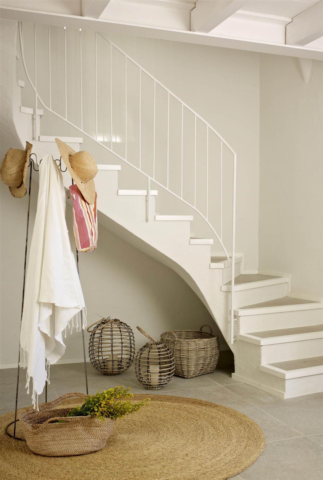 7. Perchero | Decoración bajo escaleras, Recibidor con ...