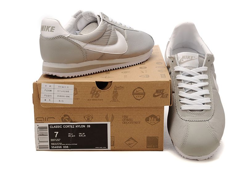 white nike cortez shoes