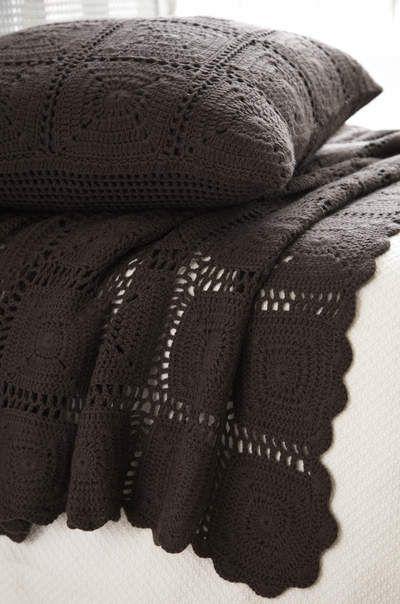 Einfarbige Decke und Kissen aus Granny Squares | Handarbeiten ...