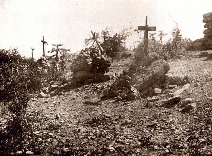 Montículos para marcar el sitio donde fueron fusilados Maximiliano,Miramón y Mejía 1880
