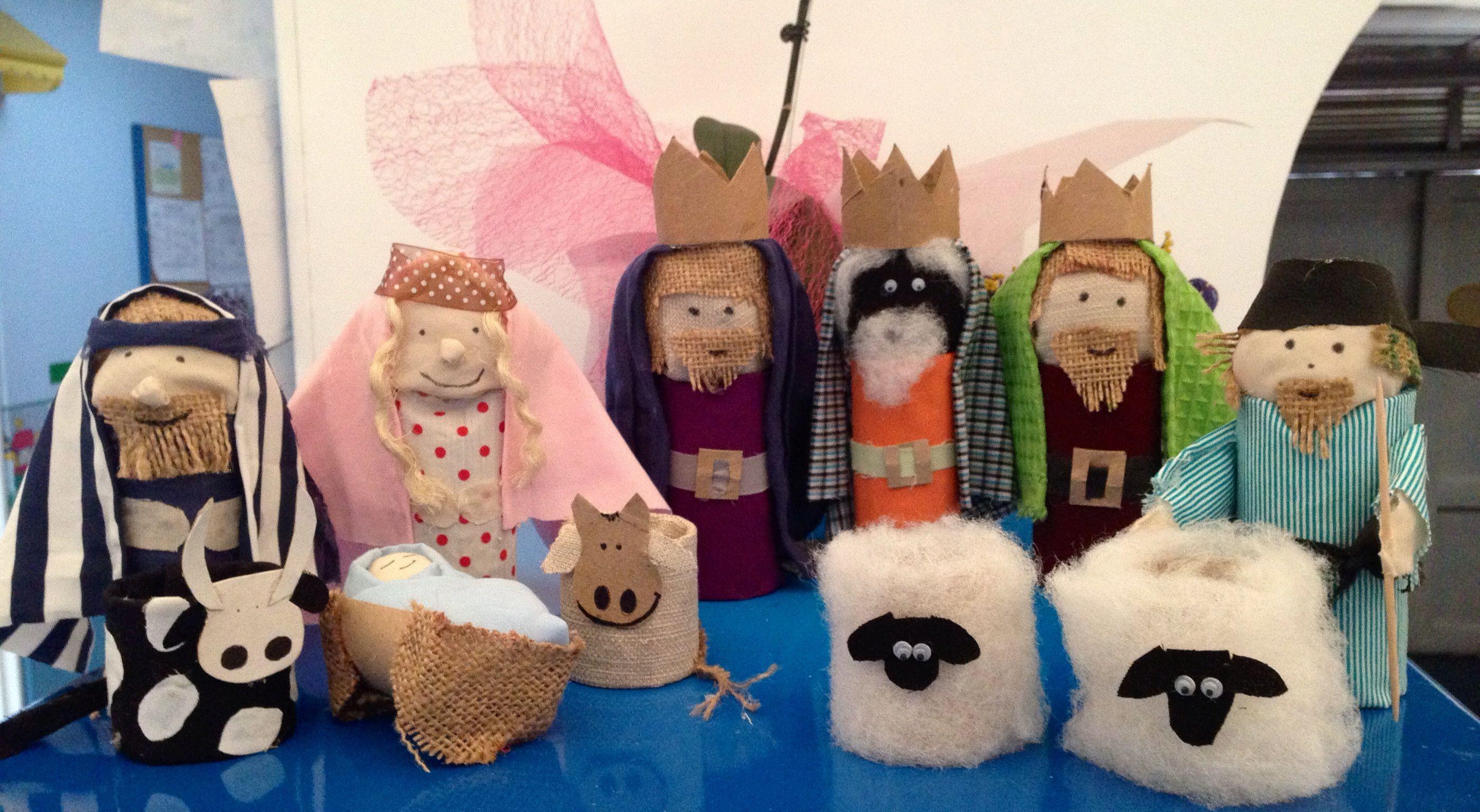Pesebre con rollos de papel y telas - Adornos navidenos con rollos de papel higienico ...
