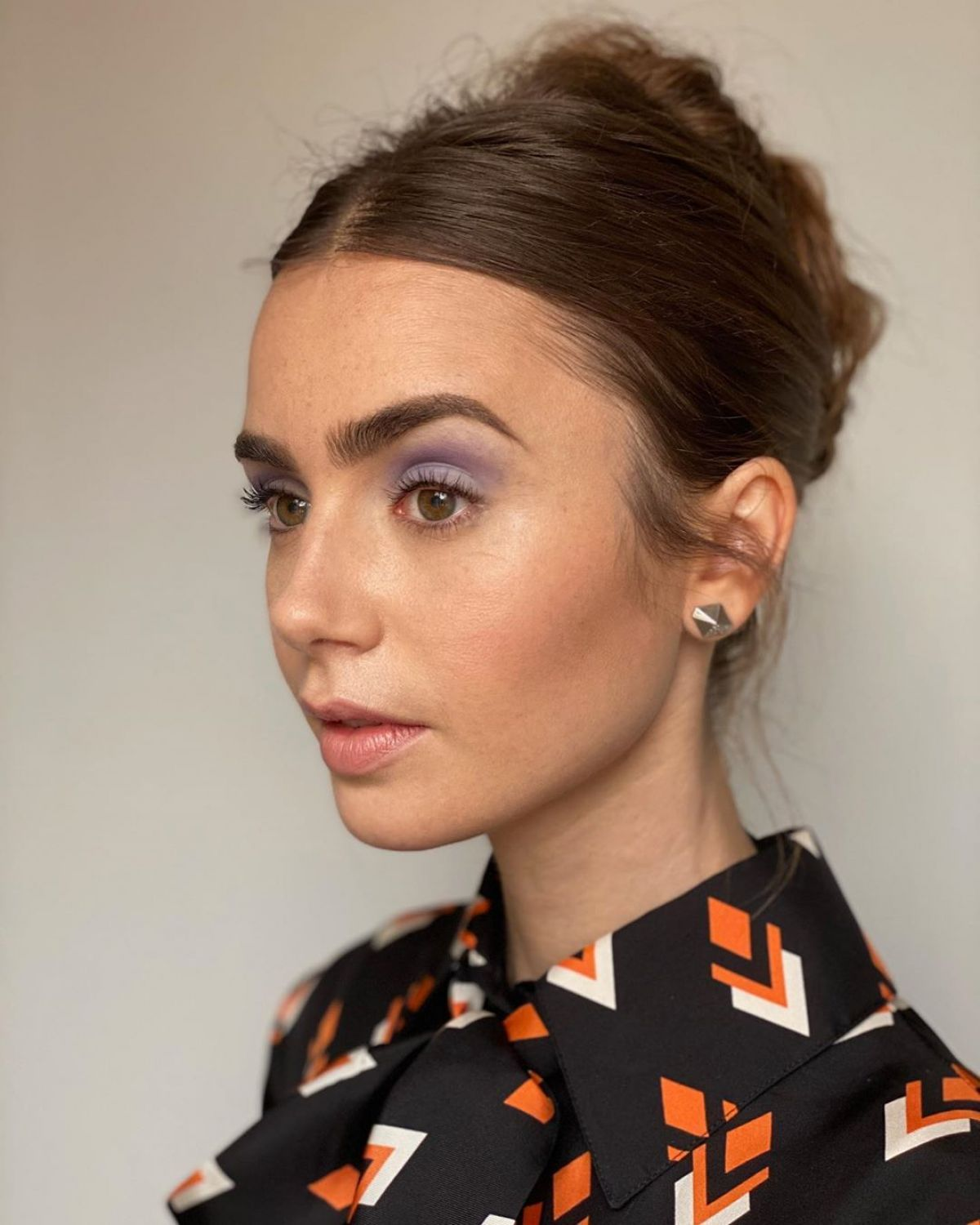 Lily Collins Emily In Paris Promos 2020 In 2020 Lily Collins Hair Lily Collins Makeup Lily Collins