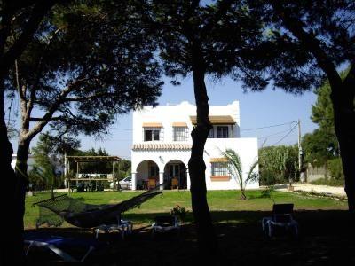 Villa Con Acceso Direto A La Playa Y Con Jardín De Una Hectárea Situada En Zahora Cádiz Casas Con Piscina Casas Playa