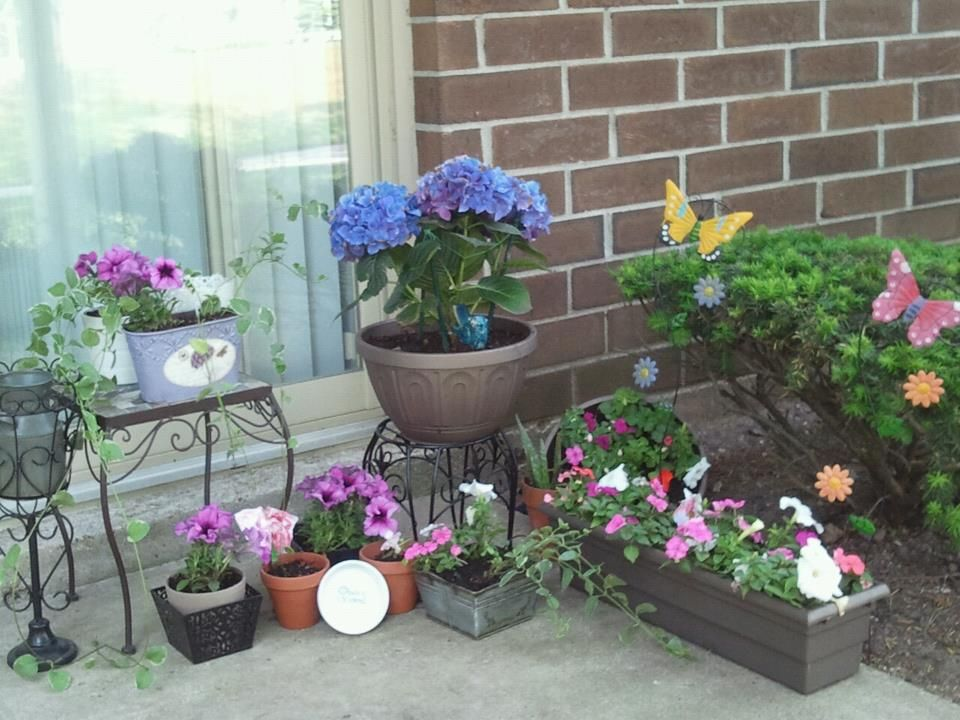 small apartment patio flower garden gardening Pinterest
