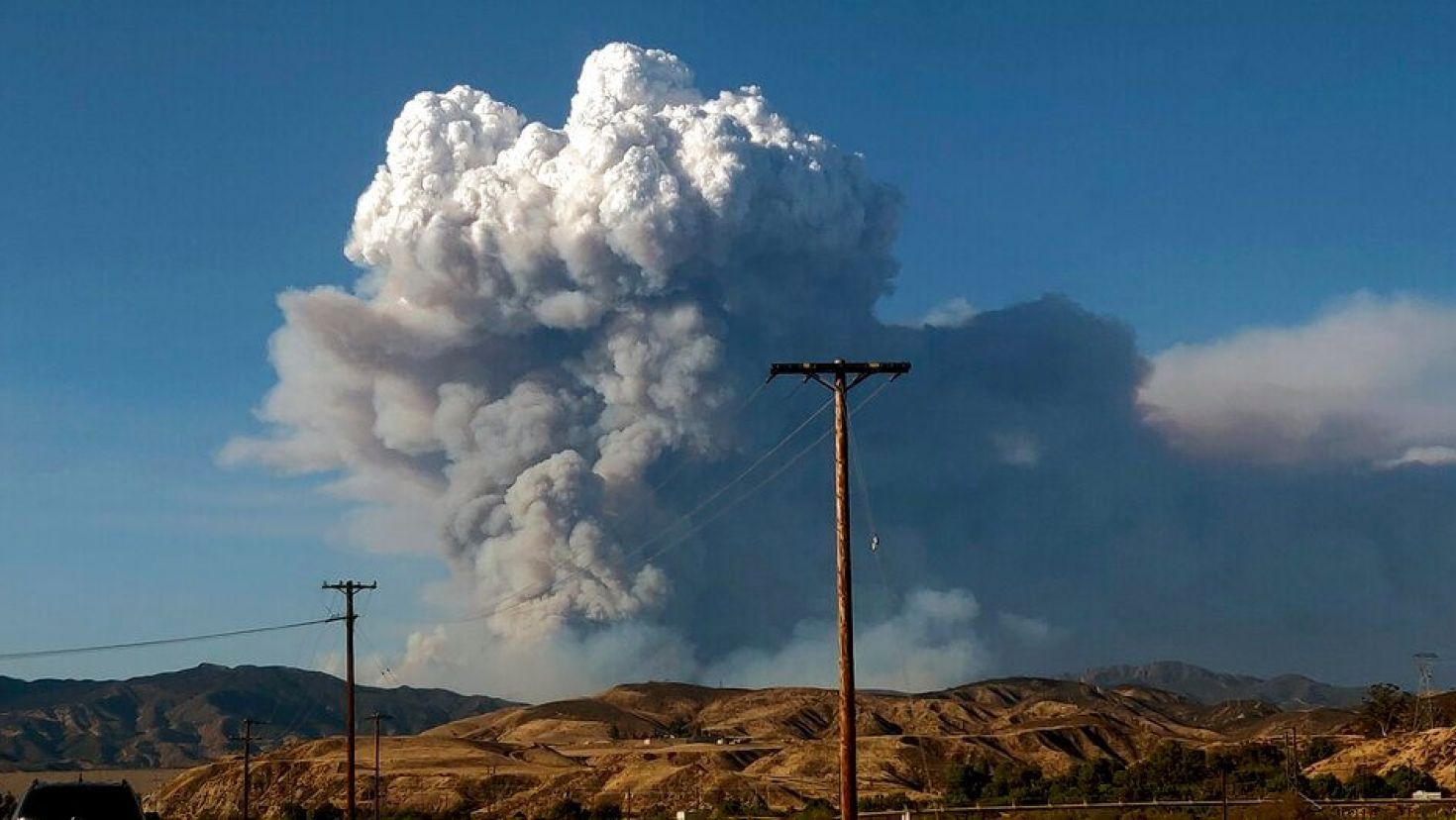 Massive California Brush Fire Erupts Near Angeles National Forest In 2020 California Wildfires Lake Us Forest Service