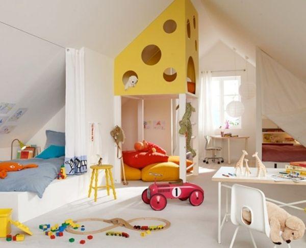 Kinderzimmer dachschräge käse spielplatz kletteranlage bett vorhang