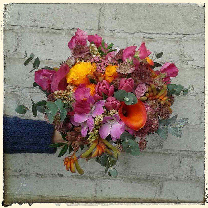 Яркий букет невесты из орхидеи и каллы — 11