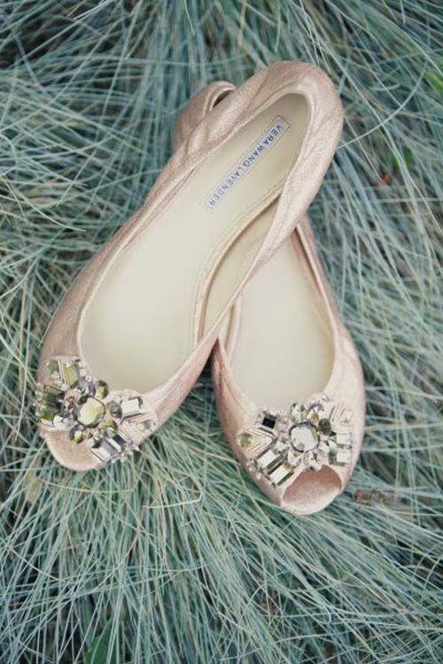 manoletinas para novia en rosa palo y pedrería | Vera Wang | Shoes ...