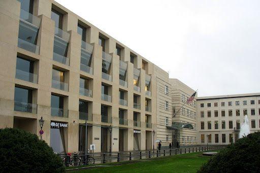 Frank O Gehry Dz Bank Pariser Platz Berlin Gehry Art And Architecture Architecture