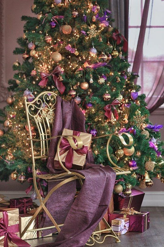 Christmas Tree Colour Scheme Bordeaux, Eggplant, Violet, Gold