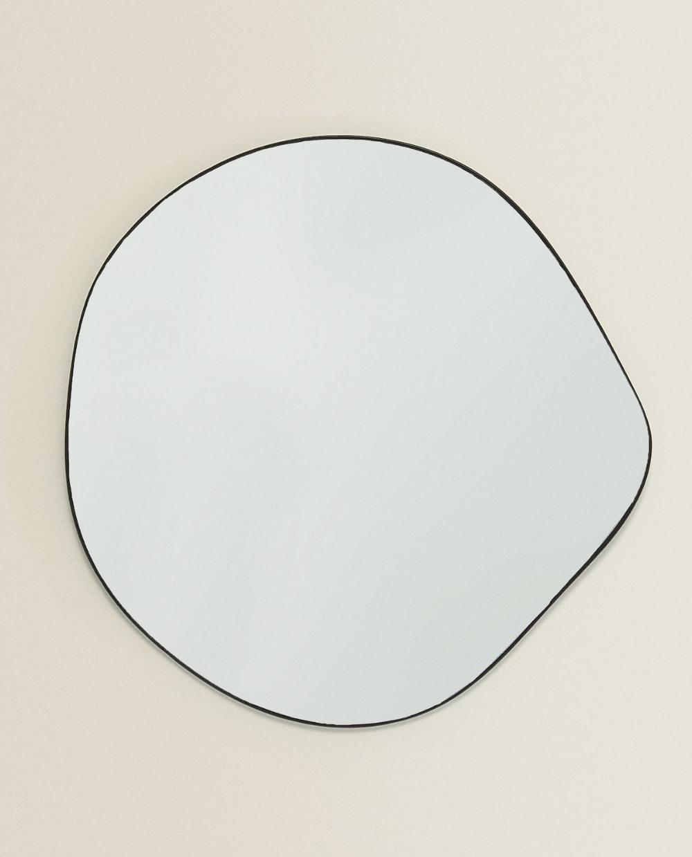 Irregular-shaped mirror in 2020   Zara home, Living room ...