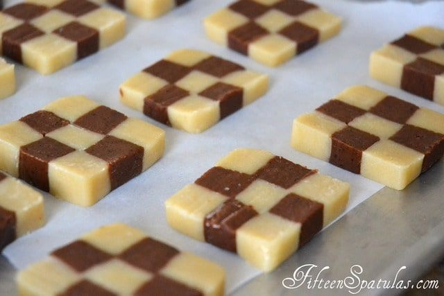 Aren T These So Fun I Love The Checkers So Much That I Had To Break Out The Chess Pieces For The Photo The Checkerboard Cookies Yummy Cookies Cookie Recipes
